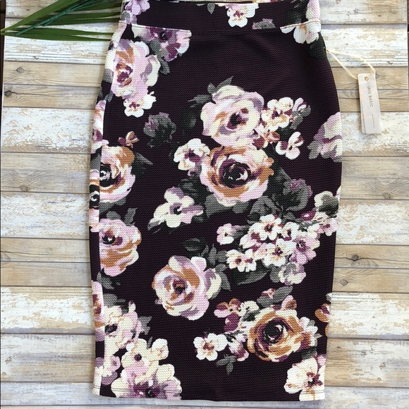 baa7ec913 Iris Skirts | Nwt Basic Floral Pencil Skirt | Poshmark